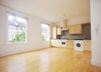 2 bed flat to rent in Reighton Road, London E5