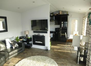 Thumbnail 2 bed mobile/park home for sale in Hampstead Lane, Yalding, Maidstone, Kent