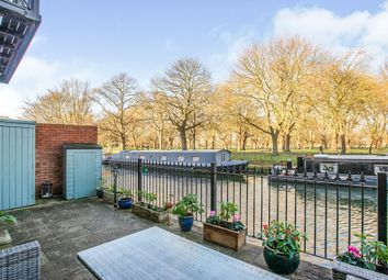 Old Ford Road, London E3. 2 bed flat for sale
