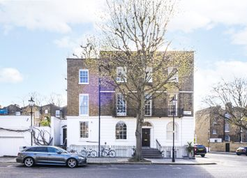 Cloudesley Square, London N1. 2 bed flat for sale