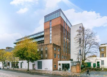 Thumbnail 2 bed flat to rent in St Johns Hill, Clapham Junction