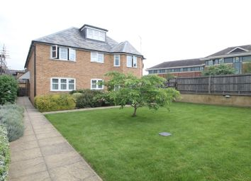 Thumbnail 2 bedroom flat to rent in Thorpe Road, Staines