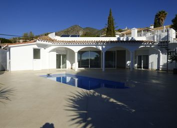 Thumbnail 3 bed villa for sale in La Capellania, Málaga, Spain