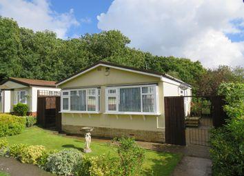 Thumbnail 2 bedroom mobile/park home for sale in Bower Heath Lane, Harpenden