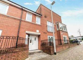 2 bed flat for sale in Waverley Court, Oldham OL1