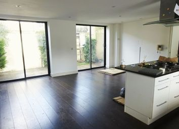2 bed property to rent in Palace Road, London N8