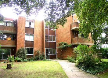 Thumbnail 2 bedroom flat to rent in Cambridge Park, Twickenham