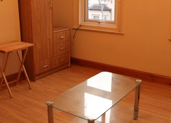 Thumbnail 1 bed flat to rent in Valentia Road, Reading
