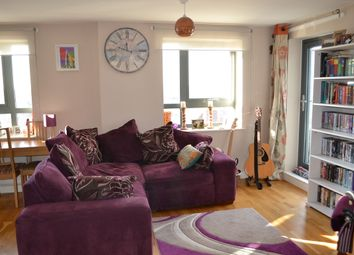 Thumbnail 1 bedroom flat for sale in 154 Kings Head Hill, North Chingford
