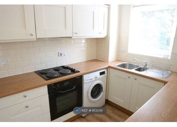 2 bed flat to rent in Laleham Road, Shepperton TW17