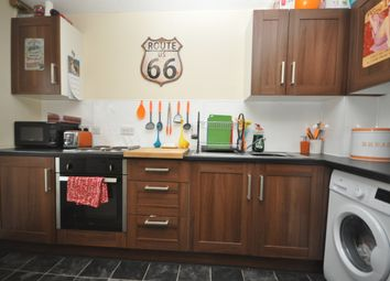 Thumbnail 2 bedroom flat to rent in Rickwood, Horley