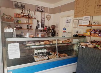 Thumbnail Restaurant/cafe for sale in Cafe & Sandwich Bars HX3, Northowram, West Yorkshire