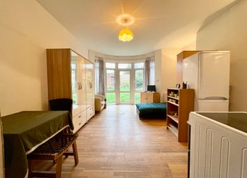 Thumbnail Studio to rent in The Vale, Golders Green, London