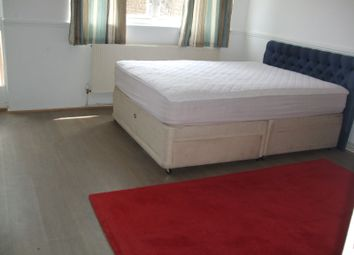 Room to rent in Lovelinch Close, London SE15