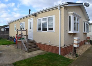 Thumbnail 1 bed mobile/park home to rent in Mere Oak Park, Three Mile Cross, Reading