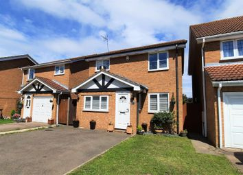 Lawrence Avenue, Stanstead Abbotts, Ware SG12. 3 bed detached house