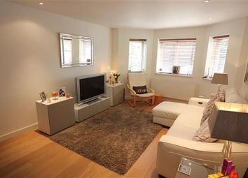 Thumbnail 2 bed flat to rent in Almond Close, Windsor