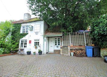 Vigo Lane, Yateley GU46. 3 bed semi-detached house