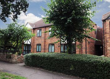 2 bed flat for sale in Orchard Mead, Leigh-On-Sea SS9