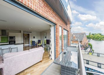 Thumbnail 2 bed flat to rent in High Street, Eton, Windsor