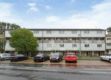 Thumbnail 2 bedroom flat for sale in Goldsworth Park, Woking