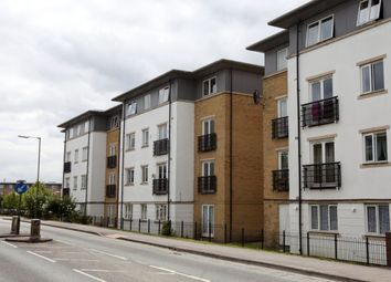 Thumbnail 2 bed flat for sale in Ovatline Drive, Kings Langley, Herts