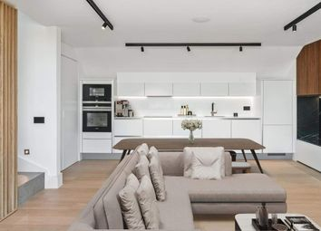 Hammersmith Grove, London W6. 2 bed flat for sale