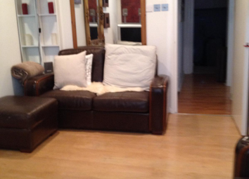 2 bed flat to rent in Hornsey Road, London N7