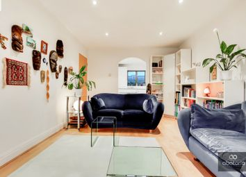 Compass Point, London E14. 2 bed flat