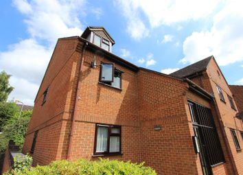2 bed flat to rent in Old Coach Drive, High Wycombe HP11