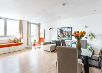 Serviced flat to rent in Plumbers Row, London E1