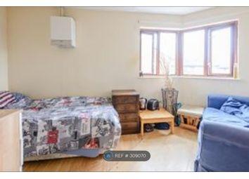 Thumbnail Room to rent in Grotto Road, Weybridge