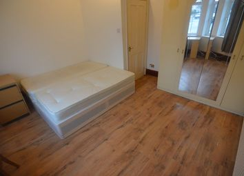2 bed flat to rent in Blenheim Road, London E15