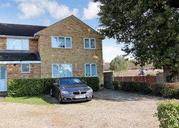 Thumbnail 2 bed flat to rent in New Park Drive, Adeyfield, Hemel Hempstead