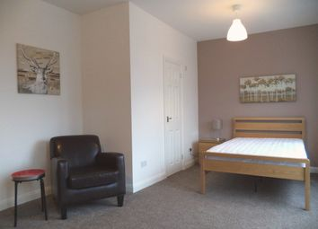 Thumbnail Room to rent in County Road, Swindon
