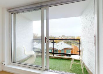 2 bed flat to rent in Petersham Road, Richmond TW10