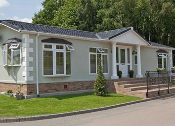 Thumbnail 2 bed mobile/park home for sale in Sandleford Lodge Park, Greenham, Thatcham