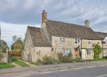 Thumbnail 2 bed cottage to rent in The Green, Cassington, Oxfordshire