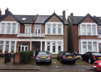 3 bed flat to rent in Wellesley Road, Ilford IG1