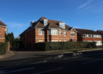 Thumbnail 2 bedroom flat to rent in New Zealand Avenue, Walton-On-Thames