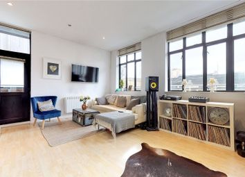 2 bed flat to rent in Triangle Road, London E8