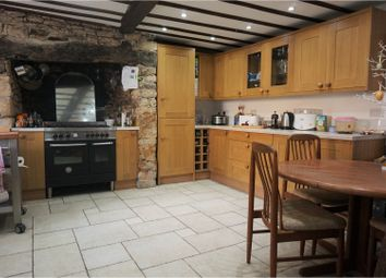 Thumbnail 3 bed town house for sale in Horsefair, Chipping Norton