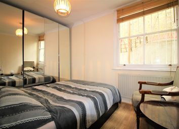 Thumbnail 3 bed flat to rent in Clapham Rd, London