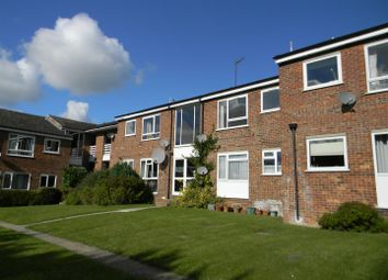 Thumbnail 2 bedroom flat to rent in Chiltern Park Avenue, Berkhamsted