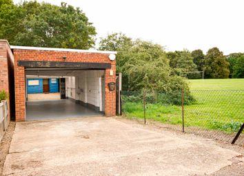 Berry Lane, Mill End, Rickmansworth WD3. Parking/garage