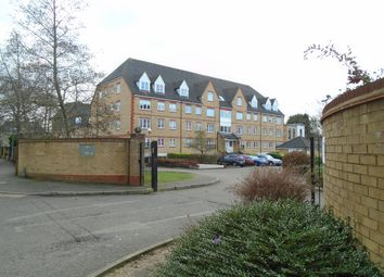 Thumbnail 2 bedroom flat to rent in Station Road, Borehamwood