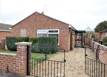 Ashfield Road, Carterton, Oxfordshire OX18. 2 bed bungalow for sale