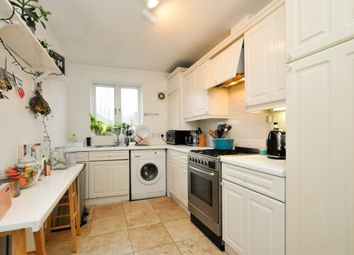 Thumbnail 2 bed flat to rent in Clissold Road, London