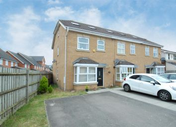 Thumbnail 4 bed town house for sale in Palace Close, Cippenham