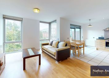 2 bed flat to rent in Hunt Close, Holland Park, London W11